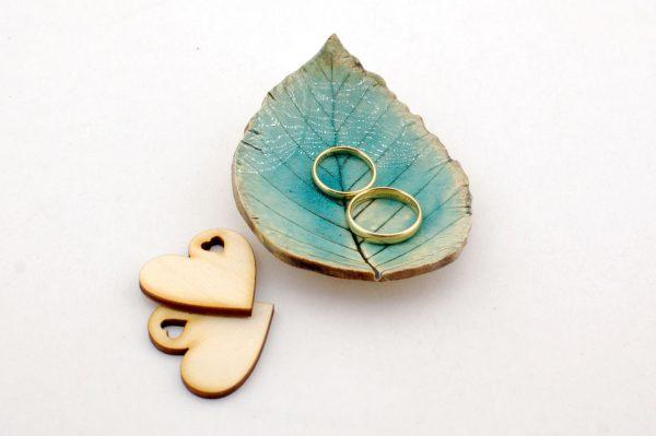 Podstawka na obrączki ślubne, w kształcie listka