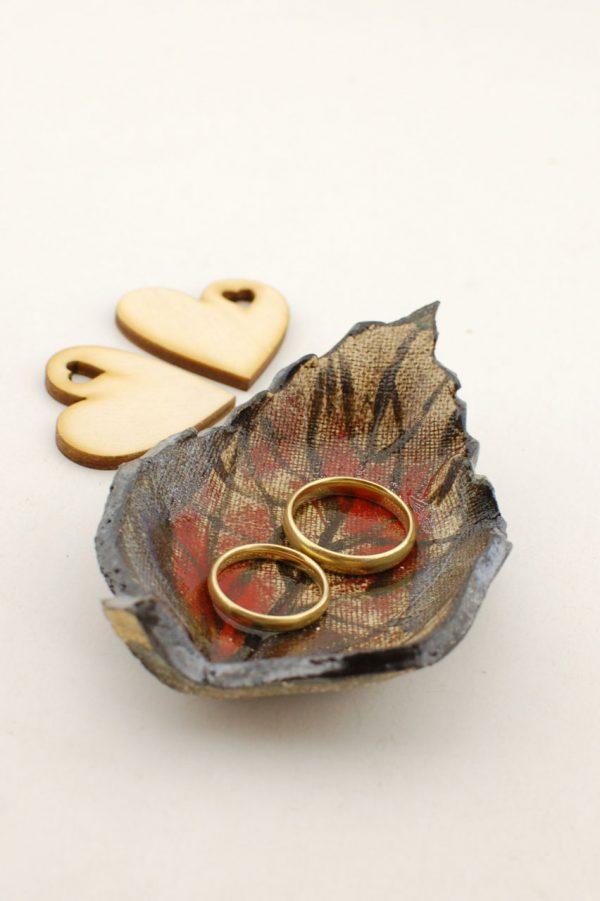 Podstawka pod obrączki ślubne