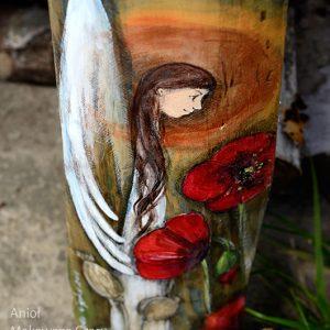 Anioł Makowego Czaru - Anioł w otoczeniu maków, w pogodnej i optymistycznej atmosferze, wprowadza nastrój łagodności, spokoju i ciszy