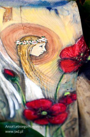 Anioł Letniego Powiewu - Anioł wśród czerwonych maków namalowany na drewnie