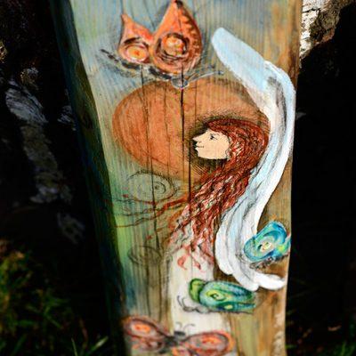 Anioł Lekkości Motyla | rozsiewający pogodę i optymizm | malowany na drewnie | stanowi wyjatkowe podziękowanie dla Rodziców na ślubie