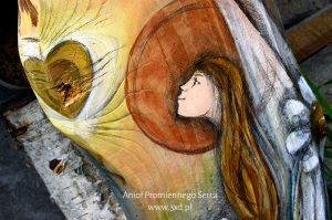 Anioł Promiennego Serca | Ręcznie malowany na desce | Prezent dla Rodziców lub kogoś, czyje serce zawsze ma promienny blask