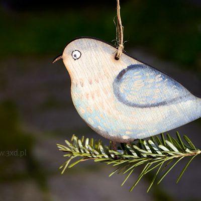 Ptaszek Błękitek - ozdoba i upominek ręcznie malowany jako dekoracja butelki wina