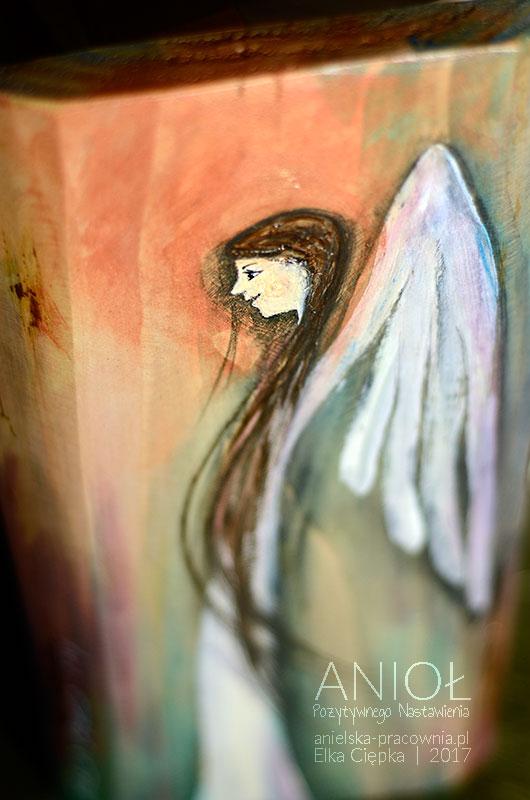 Anioł Pozytywnego Nastawienia jest potrzebny chyba każdemu, zwłaszcza w gorszych momentach zwątpienia i niewiary