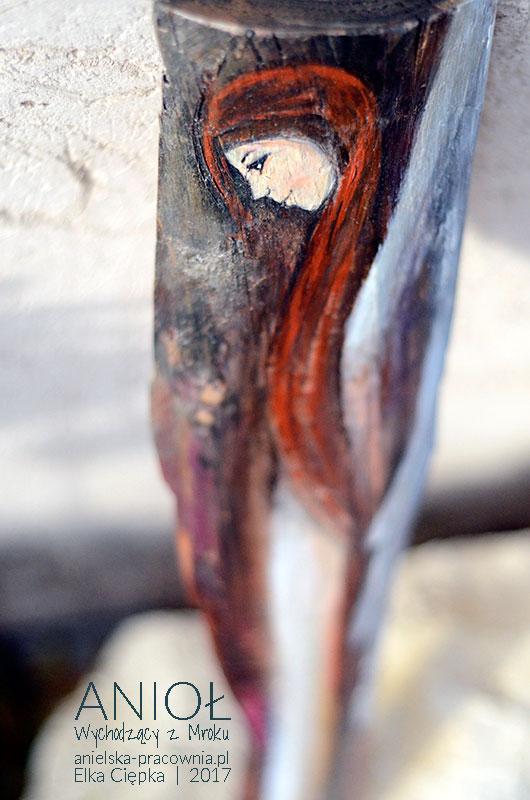 Anioł Wychodzący z Mroku pomaga w walce z przeciwnościami losu
