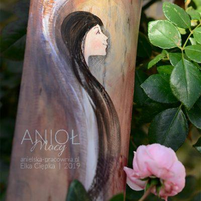 Anioł Mocy dodaje siły i wiary w swoje możliwości. Może też być symbolem przejścia dziecka na właściwą stronę Mocy