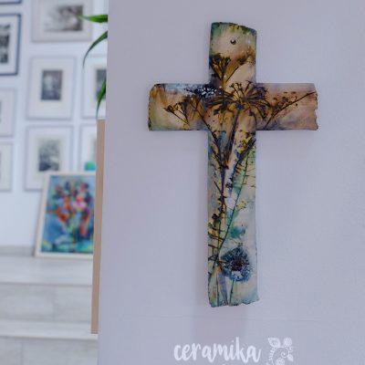 """Wiszący ceramiczny """"KRZYŻ polny"""" z motywem pól i łąk"""