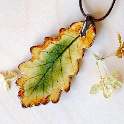 oryginalny prezent - wisiorek w kształcie liścia dębu