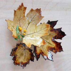 komplet ceramicznych miseczek w kształcie liści klonu