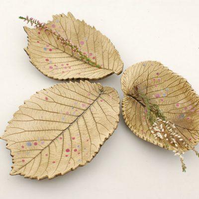 komplet trzech miseczek w kształcie liści