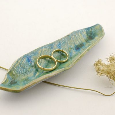 podłużna ceramiczna podstawka na obrączki ślubne