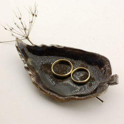 ceramiczna podstawka na obrączki ślubne