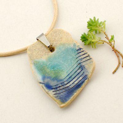 naszyjnik w kolorach turkusowych z autorskiej kolekcji biżuterii ceramicznej